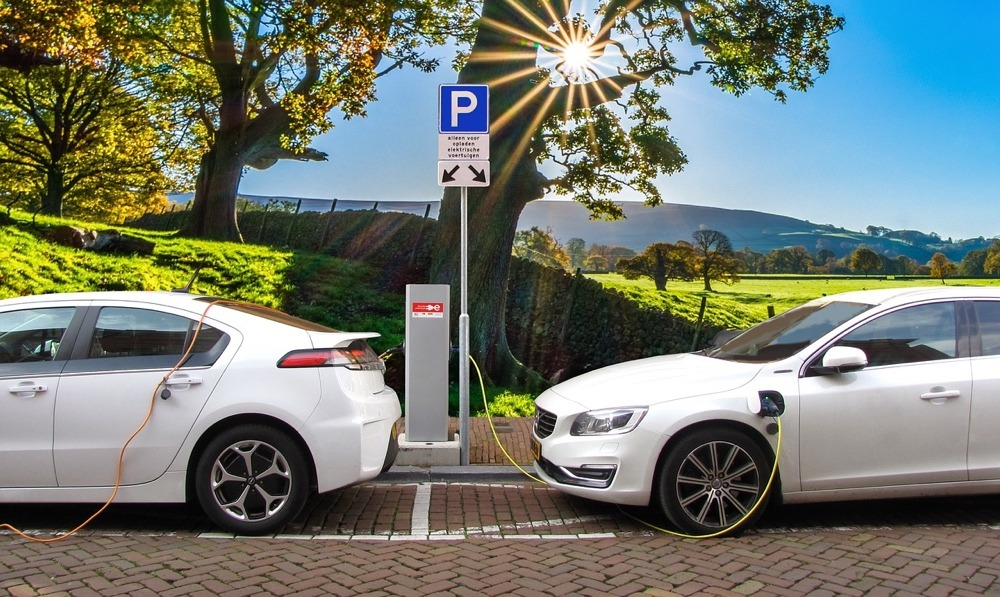 Electric vehicles charging lithium batteries